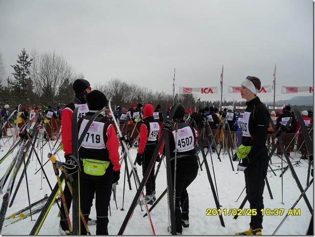 Peter H, Linnea, Helena, Britta och Johan H väntar på start.